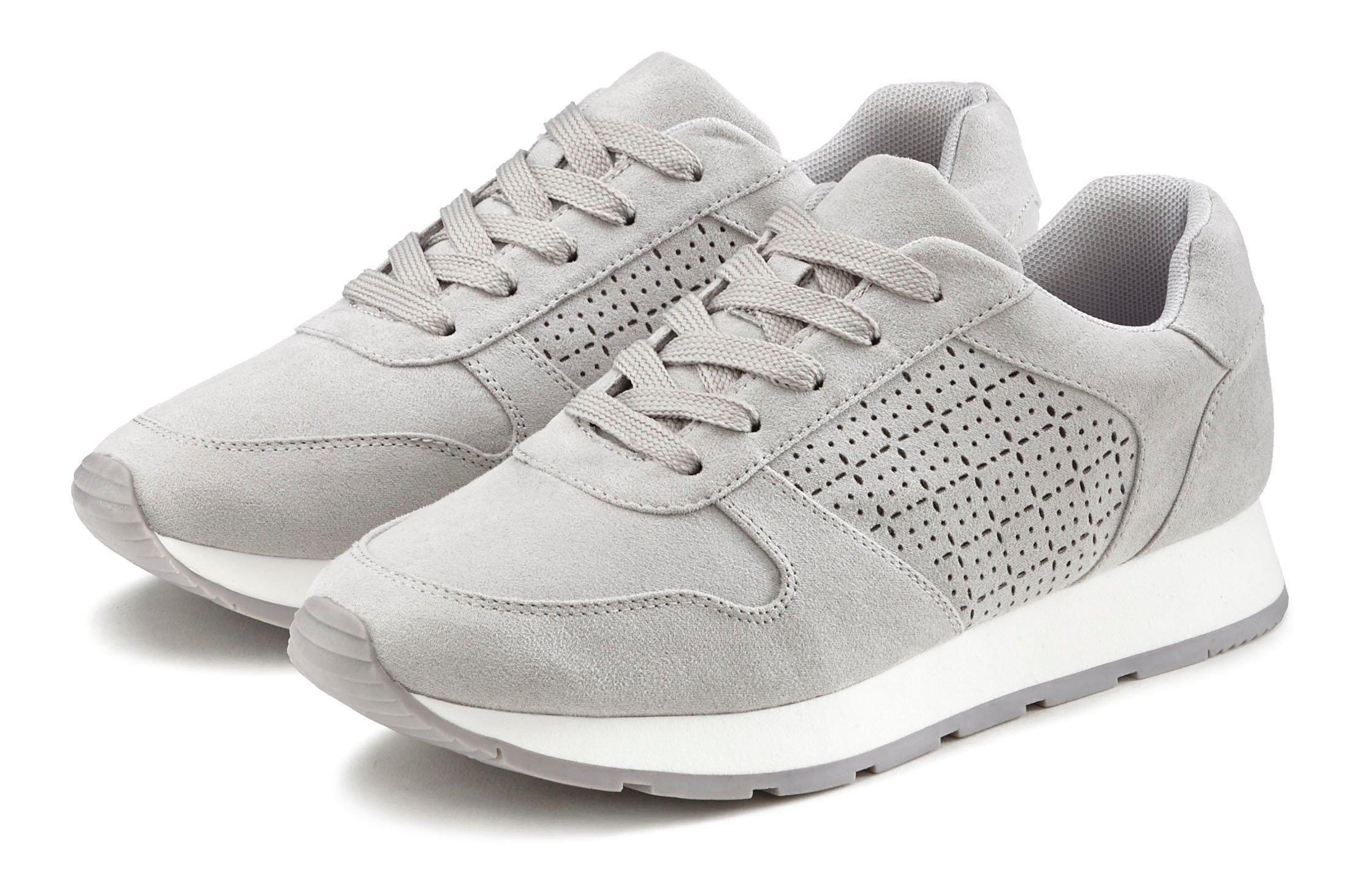 Op zoek naar een Lascana sneakers met filigraan verwerkte uitsparingen? Koop online bij Lascana