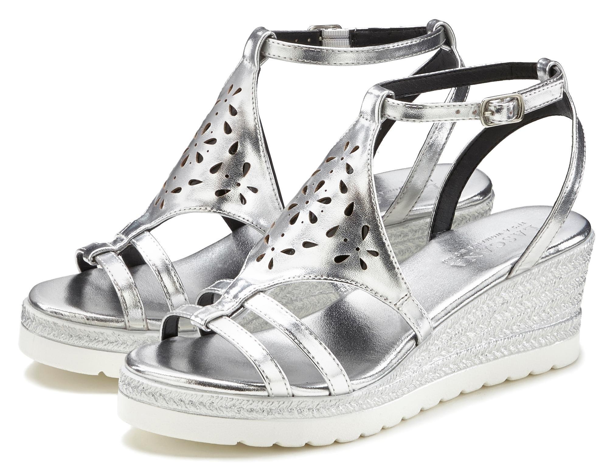 Op zoek naar een Lascana sandaaltjes met sleehak en modieus cut-out motief? Koop online bij Lascana