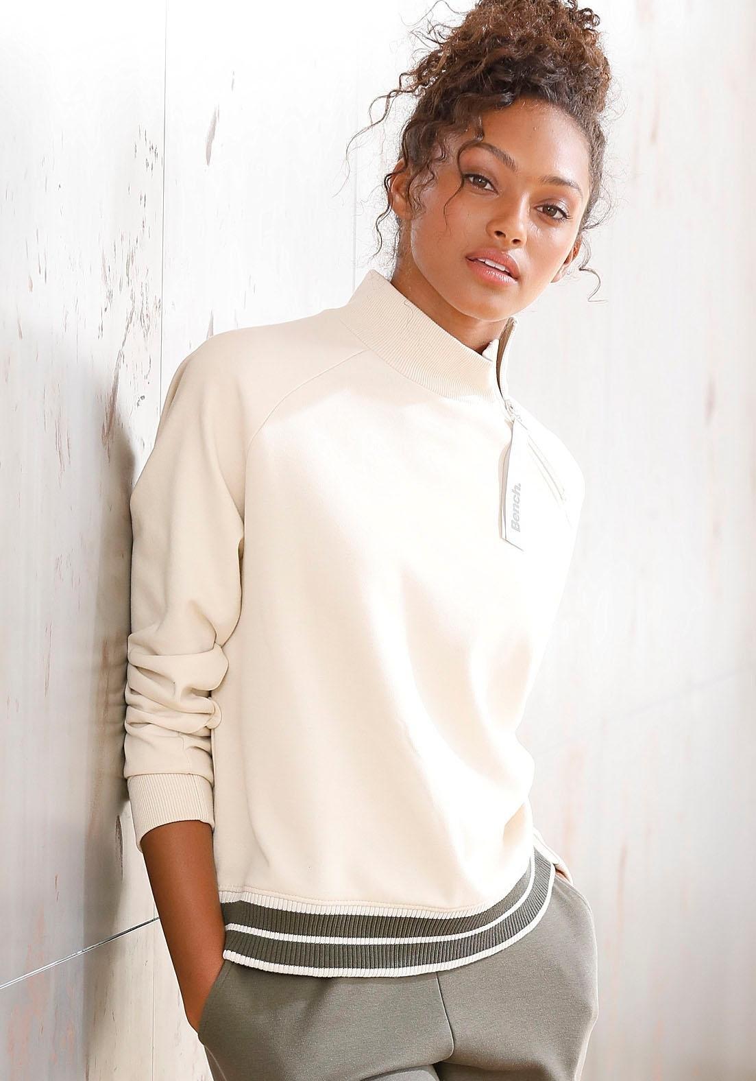Bench. sweater met een opstaande kraag en gestreepte band in de webshop van Lascana kopen