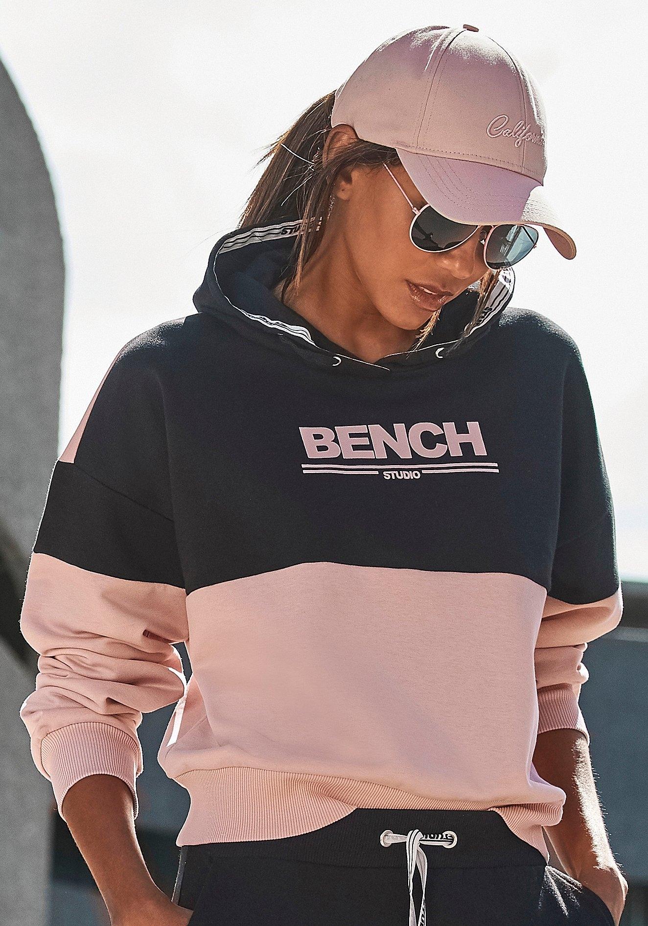 Bench. hoodie met logoprint in de webshop van Lascana kopen