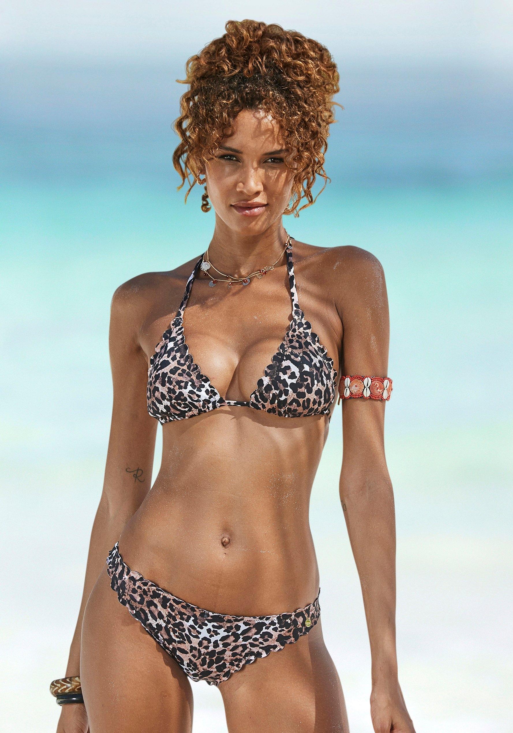 Lascana bikinibroekje Lexa in strak model en met schulprandjes in de webshop van Lascana kopen