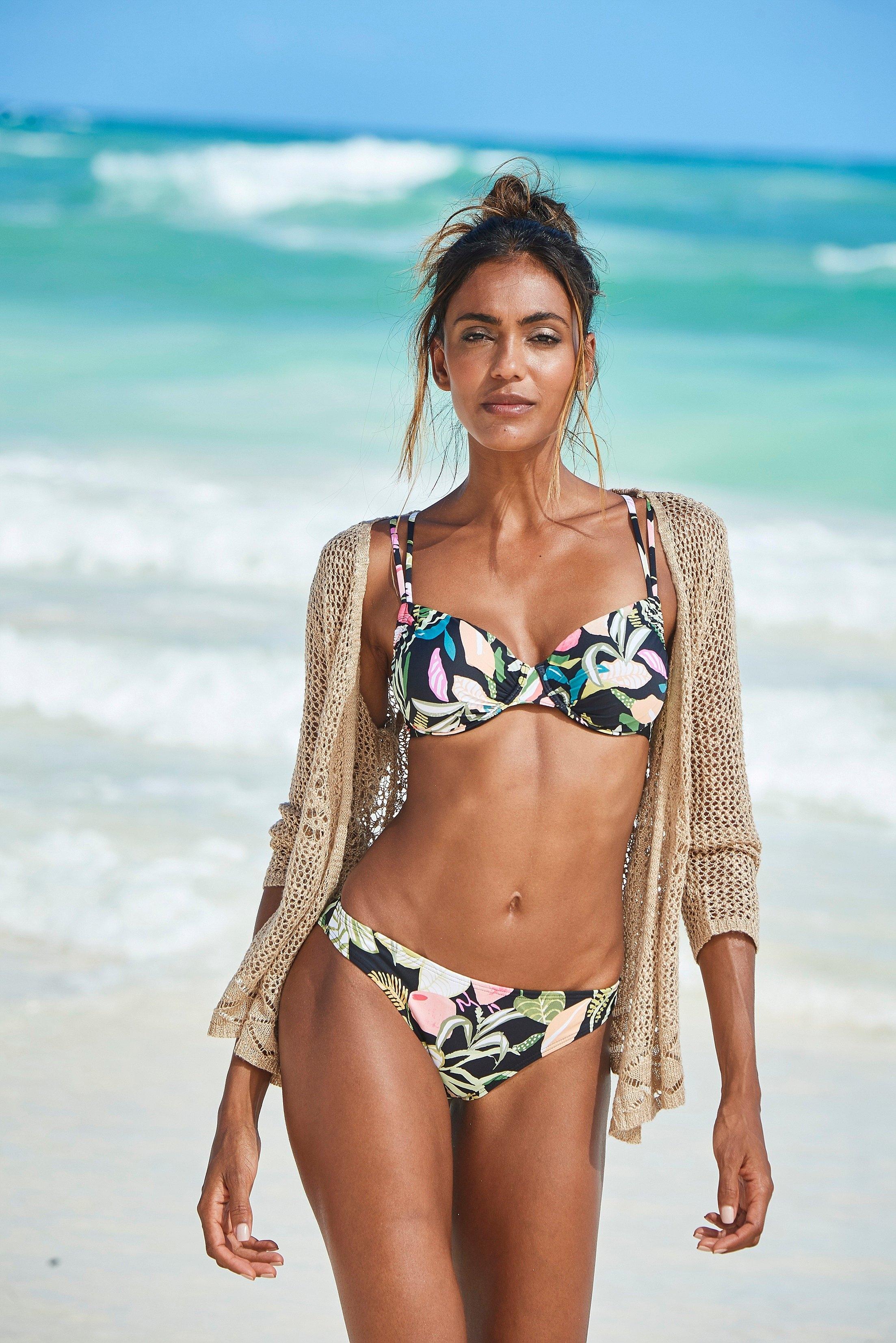 s.Oliver RED LABEL Beachwear bikinibroekje Herfst met een bloemmotief in de webshop van Lascana kopen