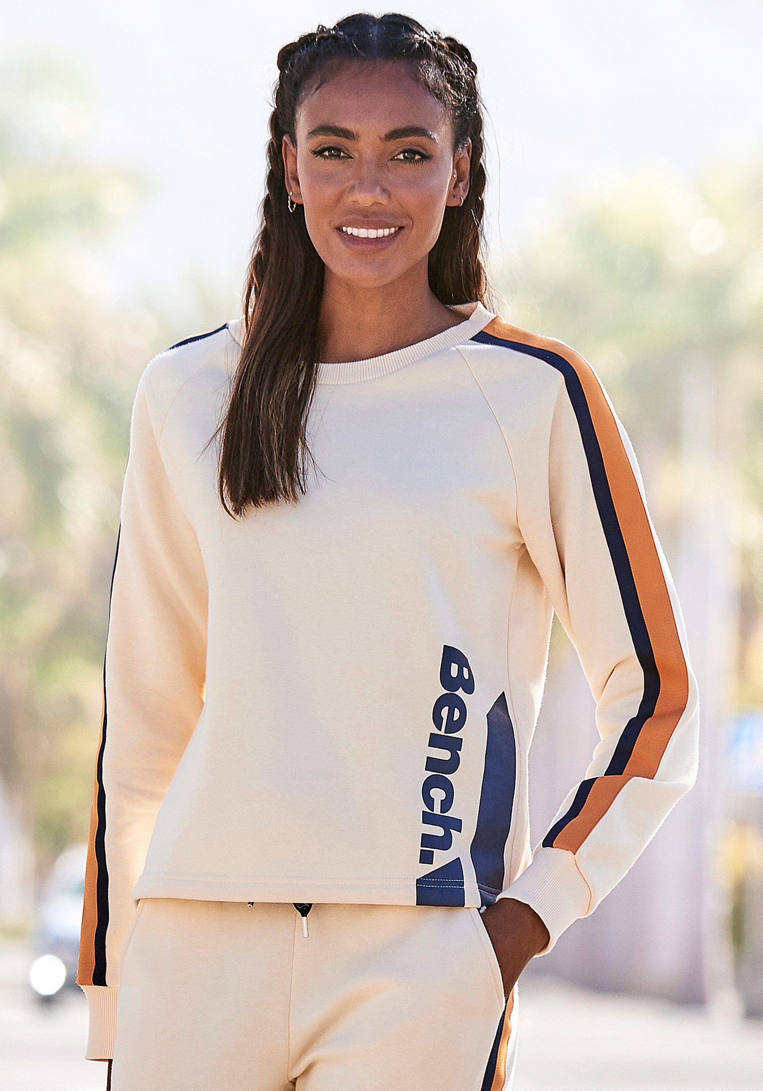 Bench. Sweatshirt met contrast-logoprint goedkoop op lascana.nl kopen